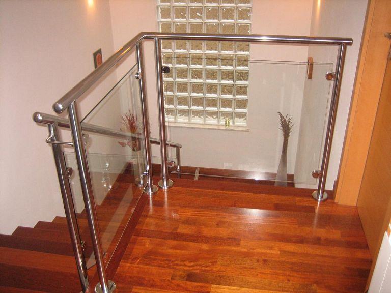 Stopniščna ograja s steklom